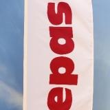 Silketrykket stående flagg i en farge (rød)