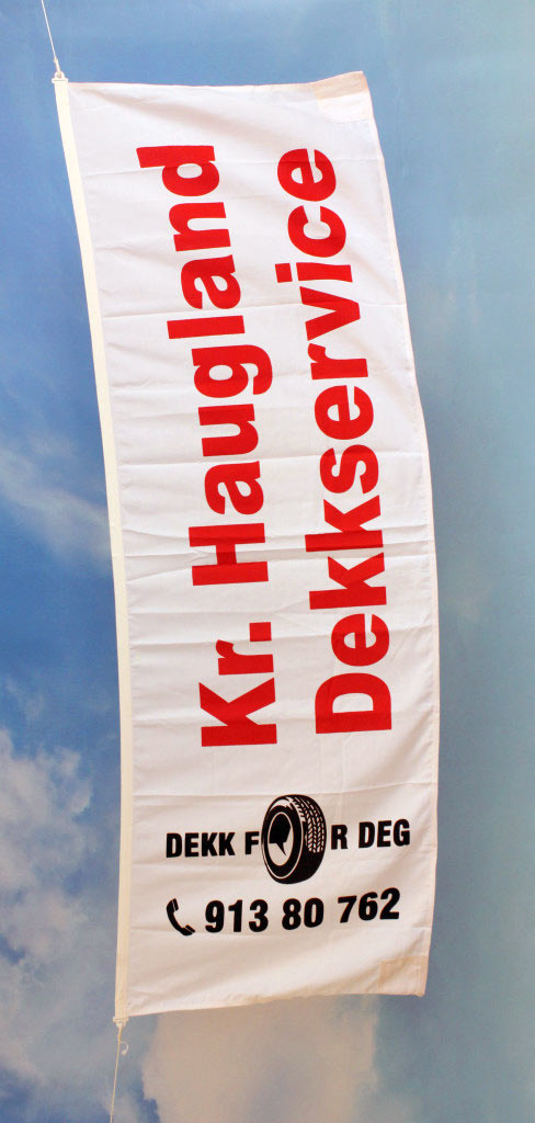 Silketrykket reklameflagg, stående format, 2 farger (rød + sort)